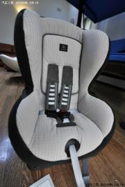 宝马X5改装4-12岁汽车儿童座椅作业