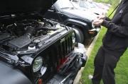 牧马人改装自己动手 丰衣足食——引擎盖锁安装