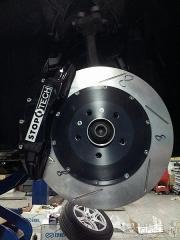 新车奥迪Q5改装刹车作业