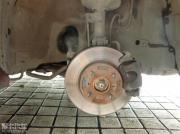 利亚纳改装前刹车碟作业